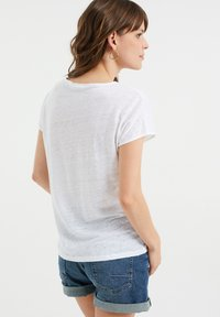 WE Fashion - Basic T-shirt - white - 2