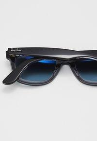 Ray-Ban - Sluneční brýle - black/blue - 5