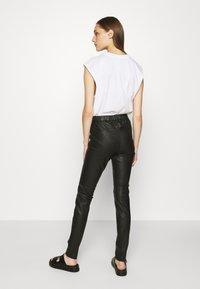 Cream - MIRA PANTS - Kožené kalhoty - pitch black - 2