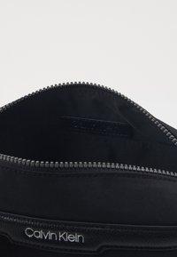 Calvin Klein - WASHBAG - Trousse de toilette - black - 2