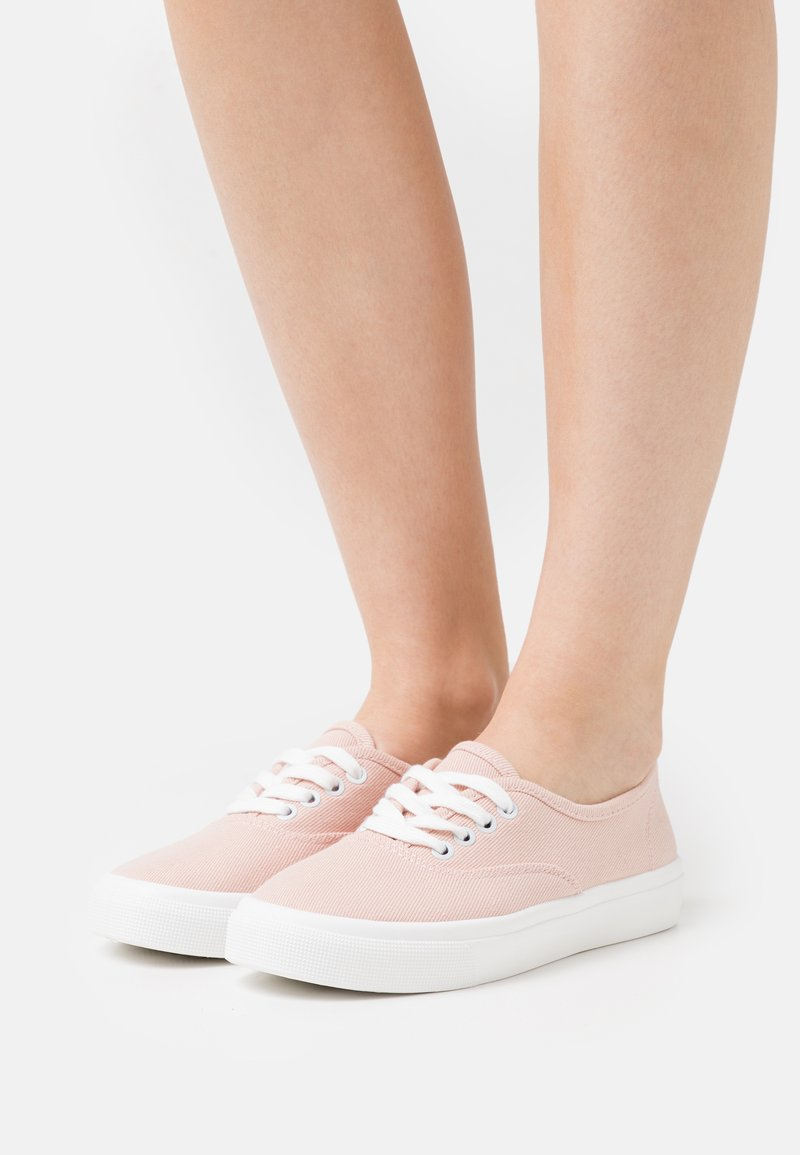 Rubi Shoes by Cotton On - VEGAN JAMIE LACE UP PLIMSOLL - Sneakers basse - baby pink