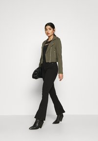 Gina Tricot Petite - NATASHA  - Bootcut jeans - black - 1