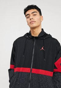Jordan - DIAMOND CEMENT JACKET - Windbreakers - black/gym red - 4