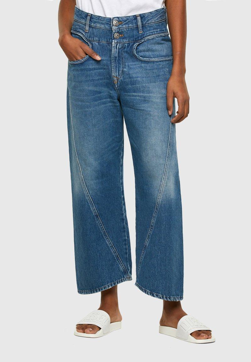Diesel - DE-REGGYNAL-SP - Relaxed fit jeans - light blue
