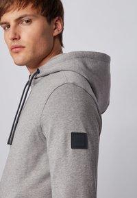 BOSS - ZOUNDS  - Zip-up hoodie - light grey - 4