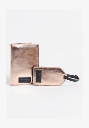 SET - Passport holder - pink camo