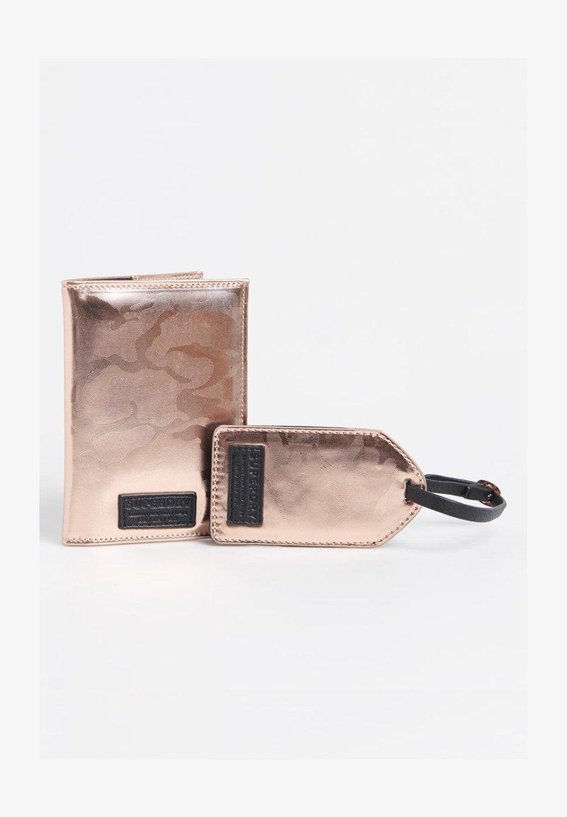 Superdry - SET - Passport holder - pink camo