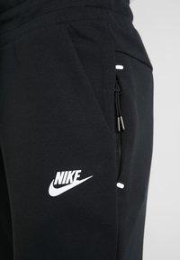 Nike Sportswear - W NSW TCH FLC PANT - Verryttelyhousut - black/white - 4