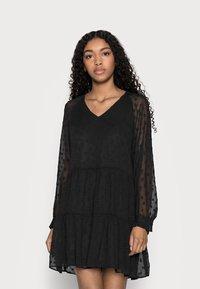 Pieces Petite - PCNUTSI DRESS - Cocktail dress / Party dress - black - 0