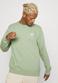 Nike Sportswear - CLUB CREW - Felpa - oil green - 3