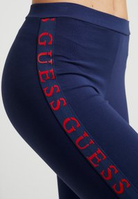 Guess - LEGGINGS - Leggings - Stockings - blue/red - 4