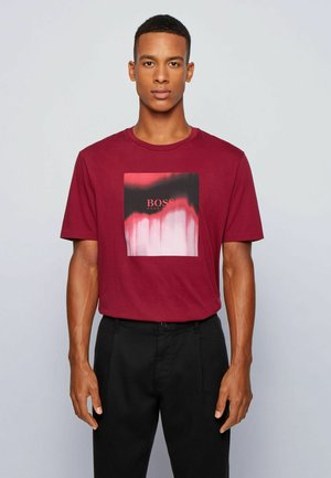 TIRIS  - T-shirt print - dark red