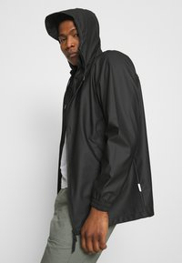 Rains - STORM BREAKER UNISEX - Vodotěsná bunda - black - 3