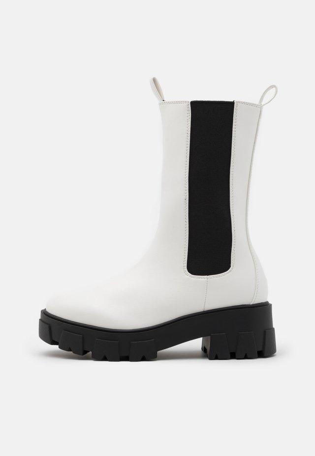 ELLERY - Platåstøvler - white