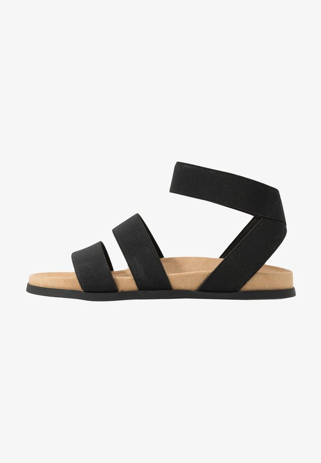 WIDE FIT HILLY - Sandaalit nilkkaremmillä - black