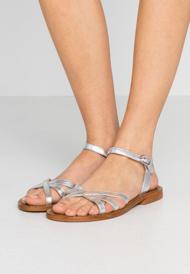 MIFUNA - Sandaalit nilkkaremmillä - silver
