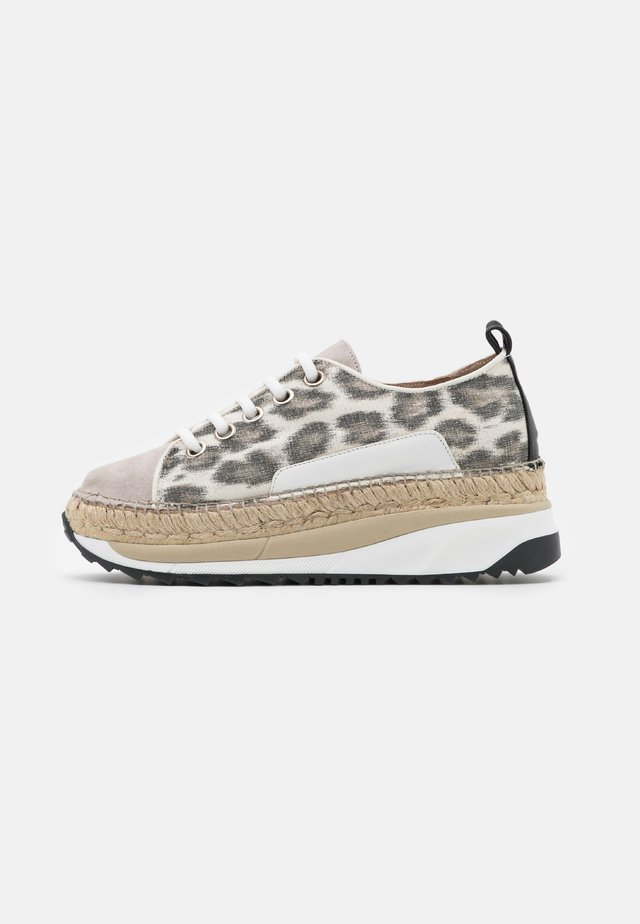 TIERRA - Sneakers - carmela/pesca silk stone