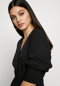 Vero Moda - VMMULLI 3/4 ANKLE DRESS WVN - Maxi-jurk - black - 5