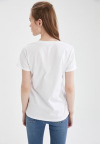 DeFacto - 2 PACK - Basic T-shirt - white - 1