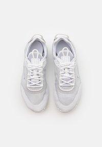 Nike Sportswear - REACT LIVE UNISEX - Trainers - white/pure platinum - 3