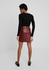Selected Femme - SLFNINI SKIRT - Leather skirt - cabernet - 2
