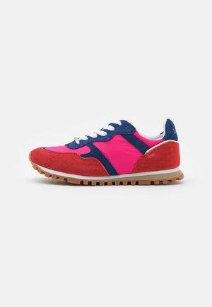 Sneakersy niskie - rouge/cobalt/fuxia