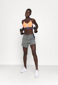 Nike Performance - DRY - Pantaloncini sportivi - smoke grey heather/obsidian/white - 1