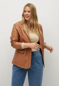 Violeta by Mango - MIT MITTELHOHEM BUND - Jeans relaxed fit - mittelblau - 3