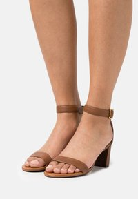 Lauren Ralph Lauren - WAVERLI - Sandals - deep saddle tan - 0