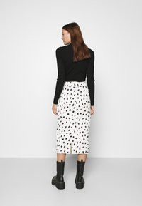 Who What Wear - BUTTON FRONT PENCIL SKIRT - Pencil skirt - cream - 2