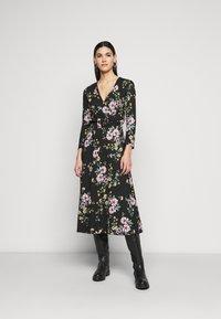 ONLY Tall - ONLZILLE FIXED SMOCK DRESS - Kjole - black - 0