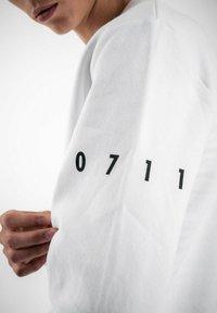 PLUSVIERNEUN - STUTTGART - Sweatshirt - white - 9