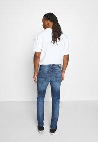 Tommy Jeans - SIMON SKINNY - Skinny-Farkut - blue denim - 2