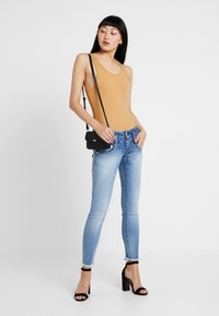 Herrlicher - PITCH SLIM CROPPED - Jeans Slim Fit - navy blue - 1