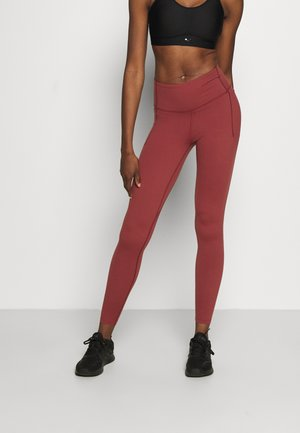 UA MERIDIAN LEGGINGS - Punčochy - cinna red