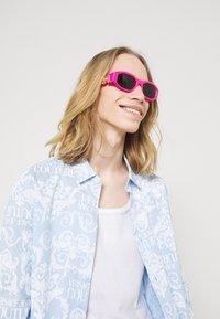 Versace - UNISEX - Sunglasses - fuxia fluo - 0