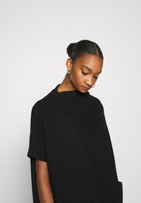 Opus - AMBERLEY LITTLE CHECK - Cape - black - 4