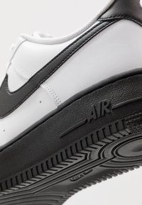 Nike Sportswear - AIR FORCE 1 '07 BRICK - Baskets basses - white/black - 5