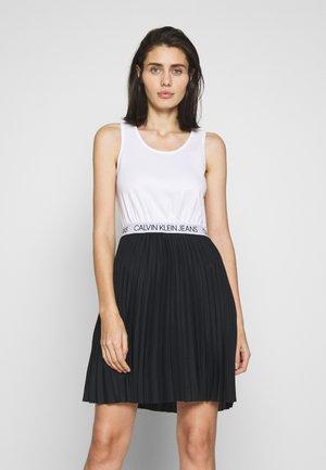 LOGO ELASTIC PLEATED TANK DRESS - Žerzejové šaty - black