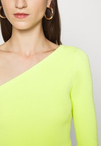 Who What Wear - ONE SHOULDER LONG SLEEVE - Jumper - key lime - 5