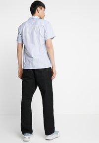 Carhartt WIP - SINGLE KNEE PANT DEARBORN - Straight leg jeans - black rinsed - 2