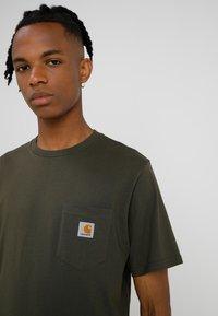 Carhartt WIP - POCKET - T-shirt basique - cypress - 4