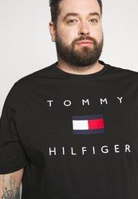 Tommy Hilfiger - FLAG TEE - Print T-shirt - black - 3