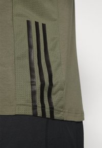 adidas Performance - TRAINING SLIM SHORT SLEEVE TEE - Sportshirt - green - 4