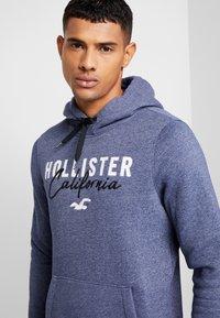 Hollister Co. - TECH LOGO - Hoodie - textural navy - 5