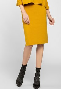 Apart - SKIRT - Jupe crayon - yellow - 1