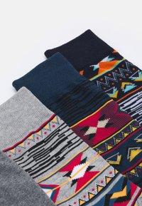 Jack & Jones - JACNAVAHO SOCKS 5 PACK - Socks - sun-dried tomato/navy blazer /ail - 1