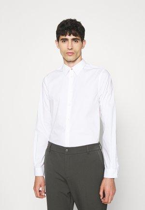 TAILORED FIT - Košile - white