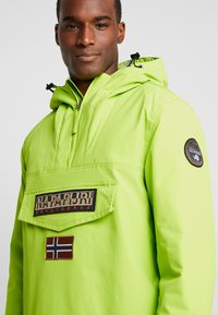 Napapijri - RAINFOREST WINTER - Windbreakers - yellow lime - 3