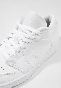 Jordan - AIR 1 - Zapatillas - white - 5